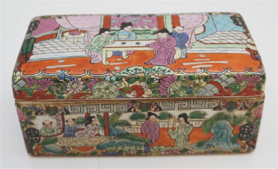 CHINESE PORCELAIN FAMILLE ROSE BOX