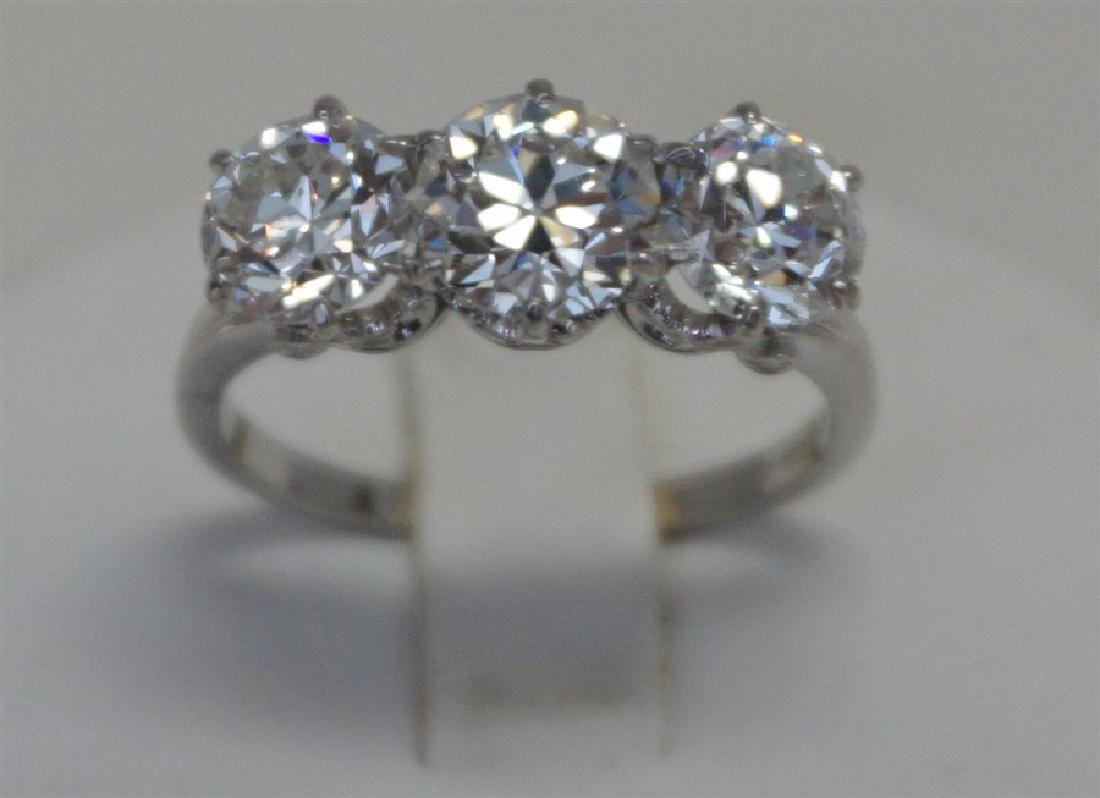 PLATINUM THREE DIAMOND RING (4.00CTS/TW)
