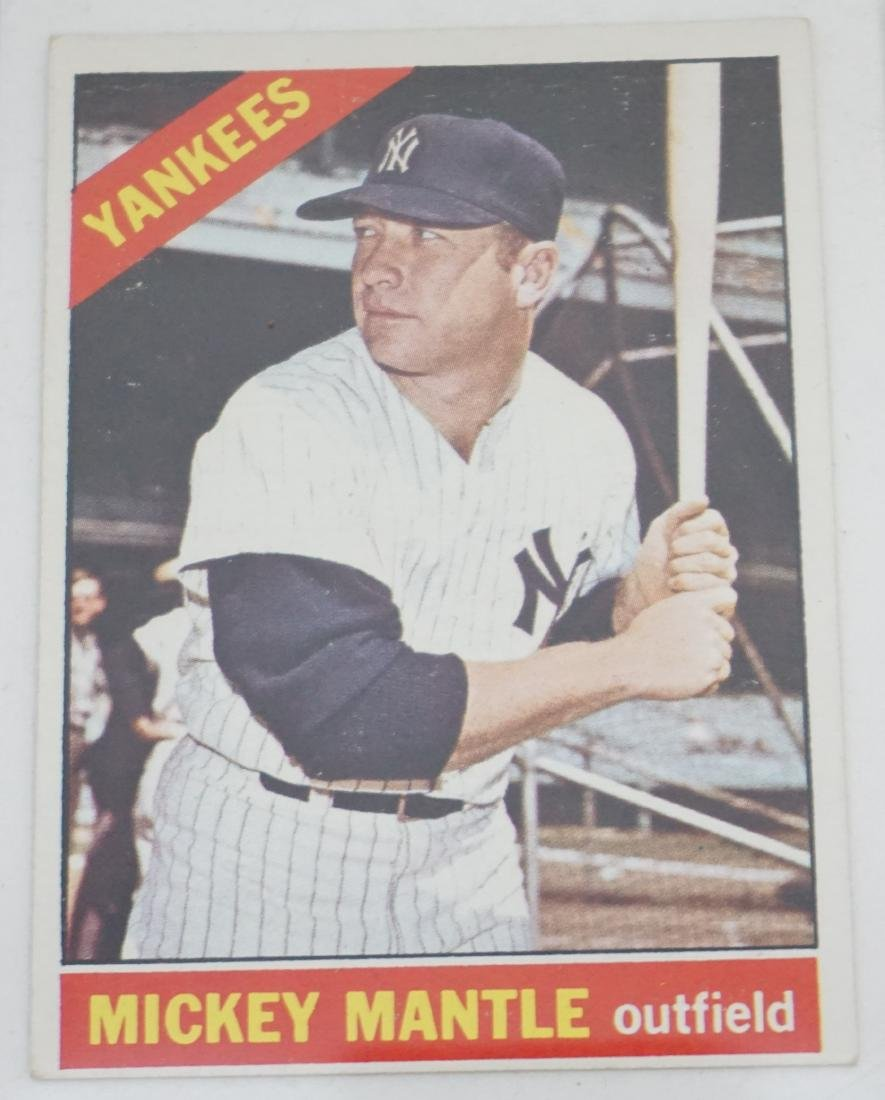 2 MICKEY MANTLE TOPPS 1966 & 1968 - 2