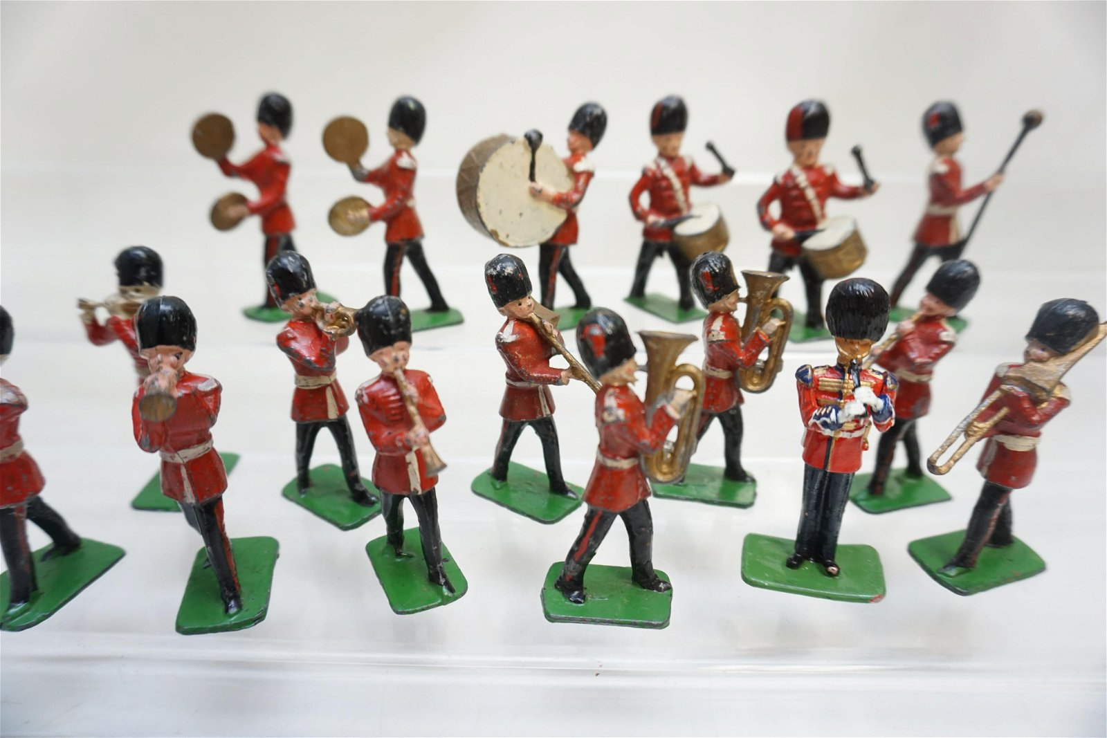 17 PC J. HILL ENGLAND LEAD MILITARY MARCHING BAND