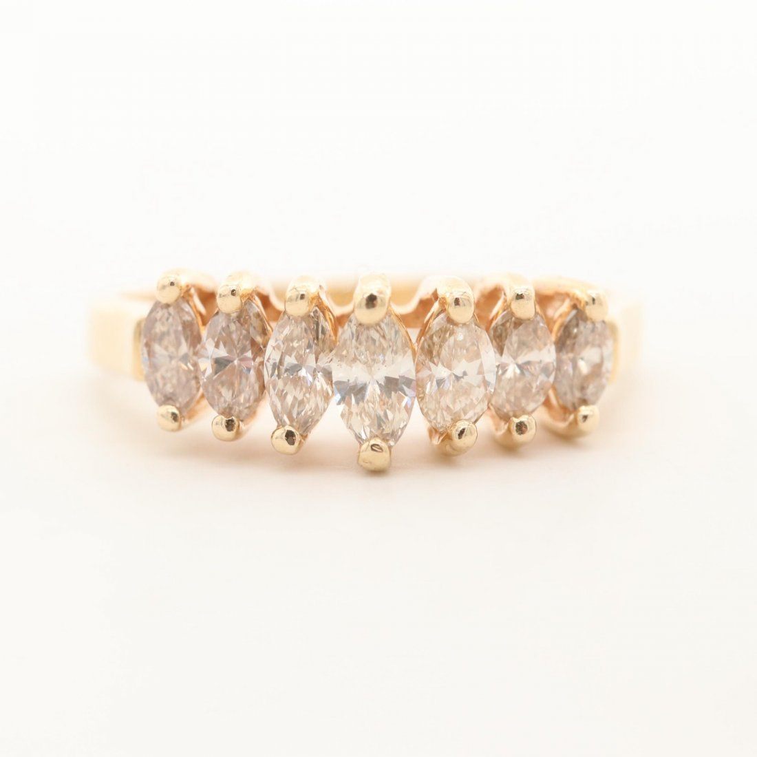 MARQUISE 1.05 CTW GRADUATED DIAMOND RING