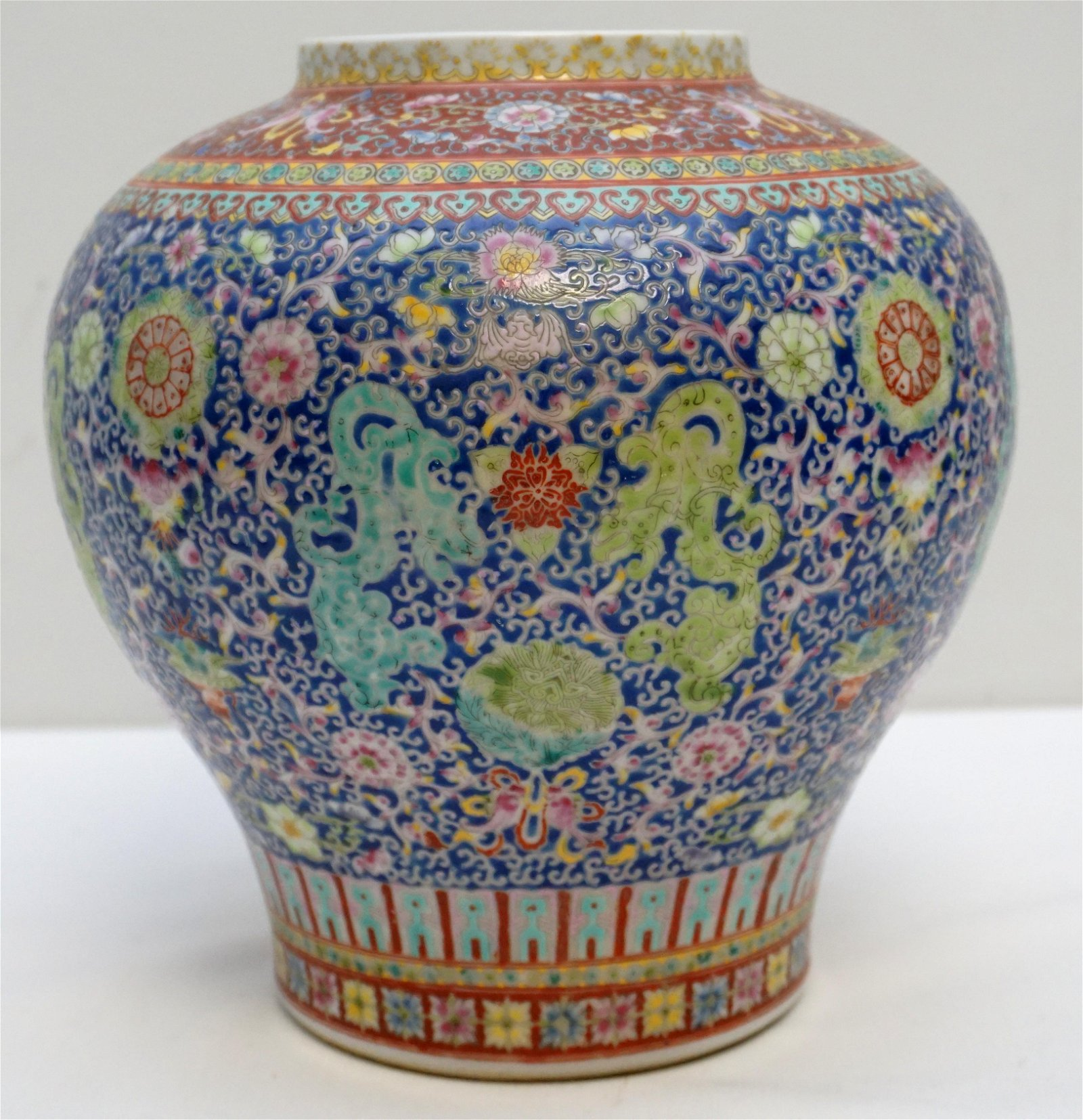 CHINESE QING DYNASTY DOUCAI VASE