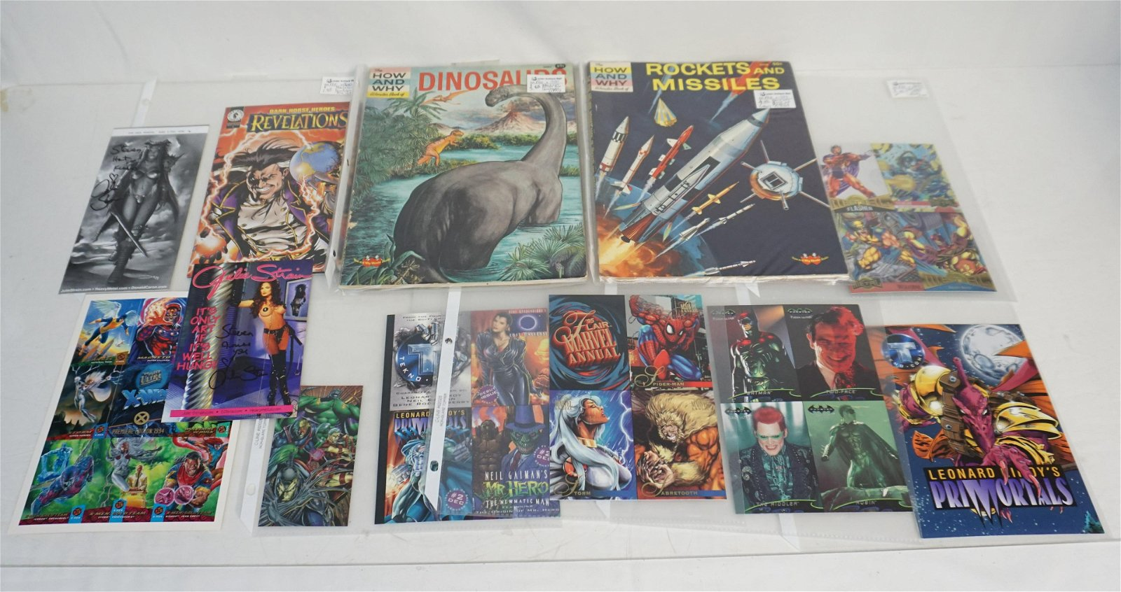 LOT COMIC COLLECTIBLES +