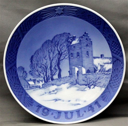 Royal Copenhagen Christmas Plates.1941 Royal Copenhagen Christmas Plate Danish Village
