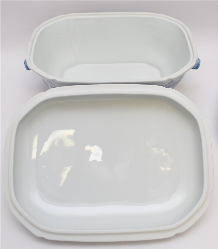 LARGE MOTTAHEDEH BLUE CANTON TUREEN & UNDERPLATE - 9