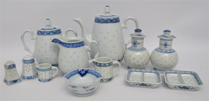 12 PC VINTAGE CHINESE EXPORT RICE GRAIN PORCELAIN