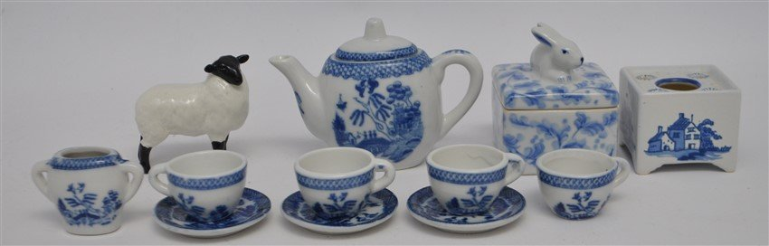 12 PC MINIATURES BESWICK - DELFT - WILLOW