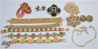12 pc VINTAGE COSTUME JEWELRY  MODE ART