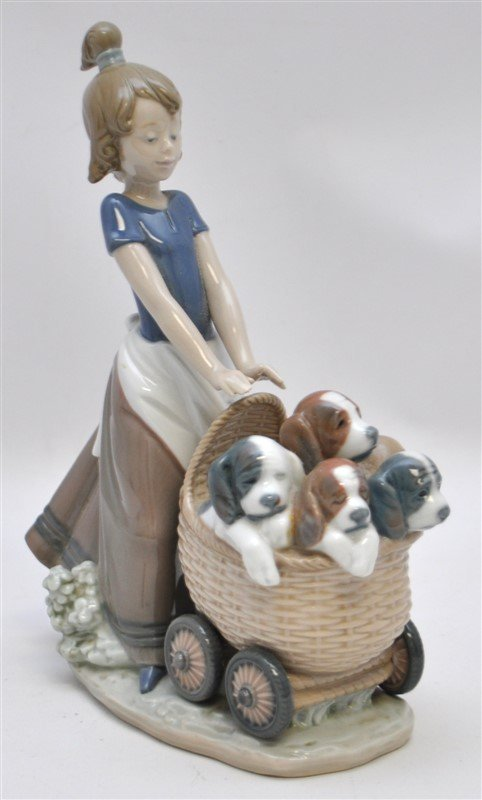 LLADRO FIGURINE # 5364 LITTER OF FUN GIRL WITH PUPPIES