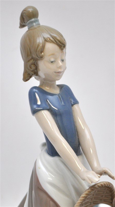 LLADRO FIGURINE # 5364 LITTER OF FUN GIRL WITH PUPPIES - 3