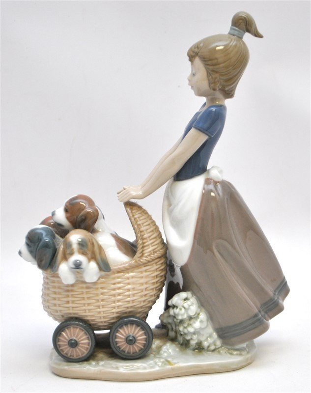 LLADRO FIGURINE # 5364 LITTER OF FUN GIRL WITH PUPPIES - 4