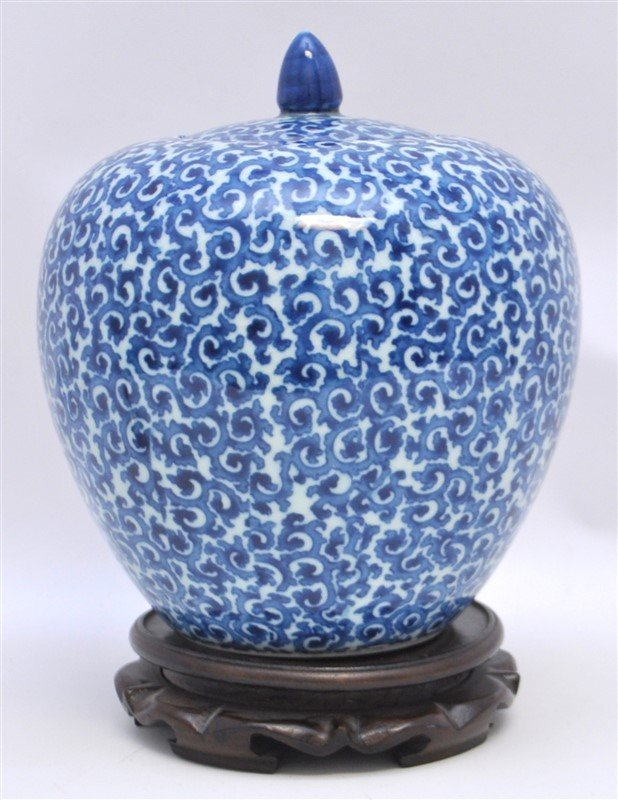 CHINESE EXPORT BLUE & WHITE GINGER JAR