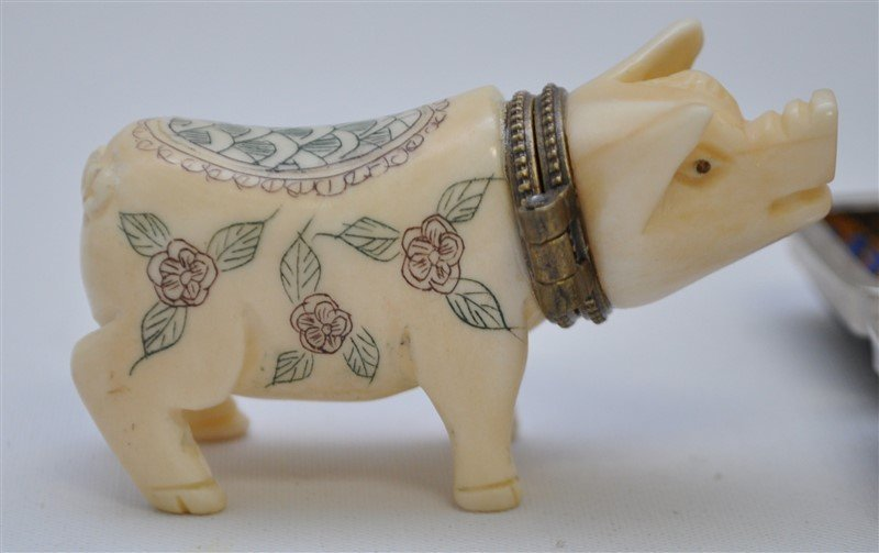 2 pc. CARVED PIG SNUFF & FOO SEAL W CASE - 2