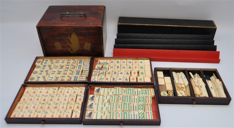 VINTAGE MAHJONG SET IN ORIGINAL WOOD BOX