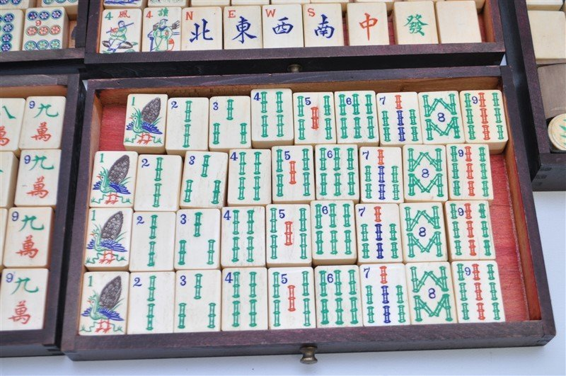 VINTAGE MAHJONG SET IN ORIGINAL WOOD BOX - 3
