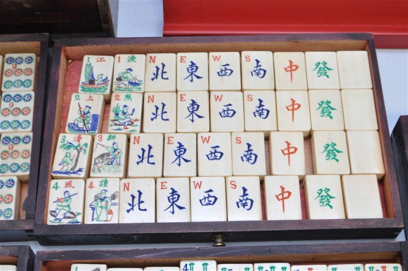 VINTAGE MAHJONG SET IN ORIGINAL WOOD BOX - 4