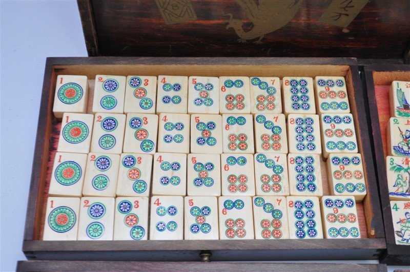 VINTAGE MAHJONG SET IN ORIGINAL WOOD BOX - 5