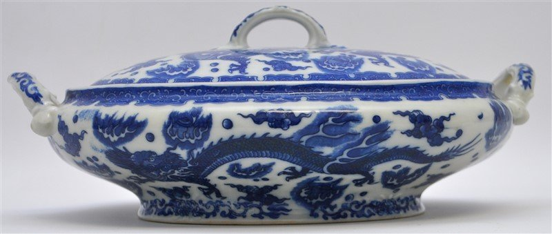 CHINESE EXPORT BLUE & WHITE COVERED TUREEN
