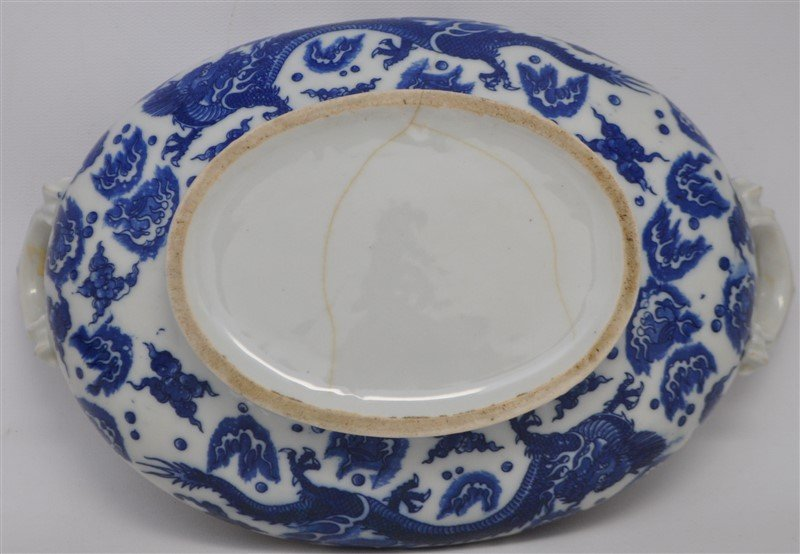 CHINESE EXPORT BLUE & WHITE COVERED TUREEN - 8