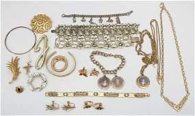 20 pc VINTAGE GOLD TONE COSTUME JEWELRY