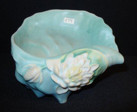 577: Roseville Pottery Water Lily Shell Vase #445-6
