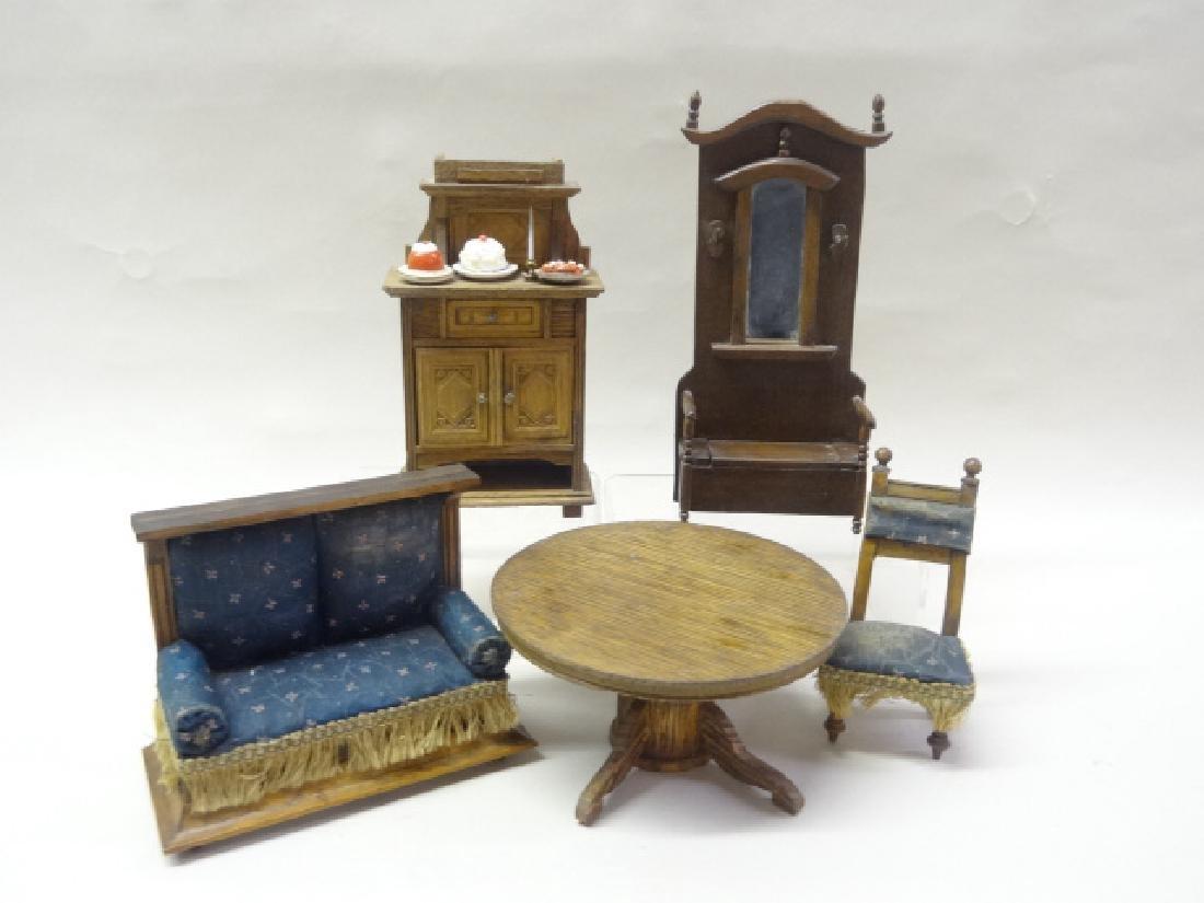 Dollhouse Miniature Oak Round Table, Victorian