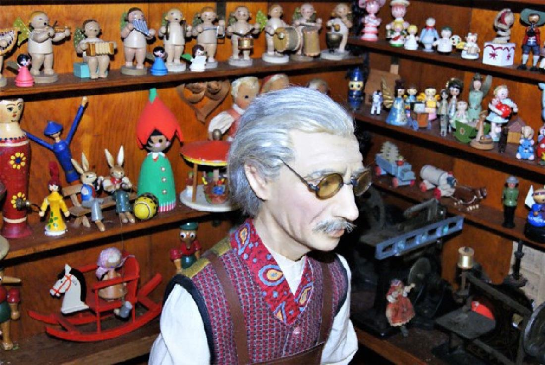 Mister Geppetto & Pinocchio Mott's Museum Room Box - 2