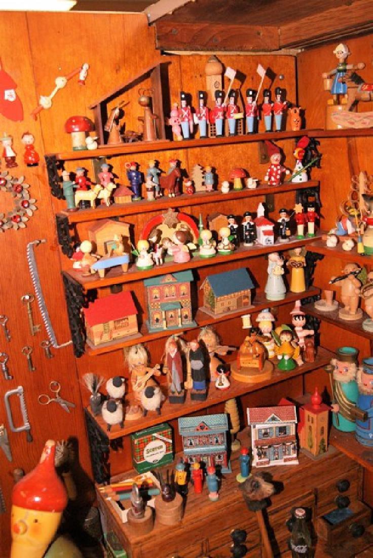 Mister Geppetto & Pinocchio Mott's Museum Room Box - 3