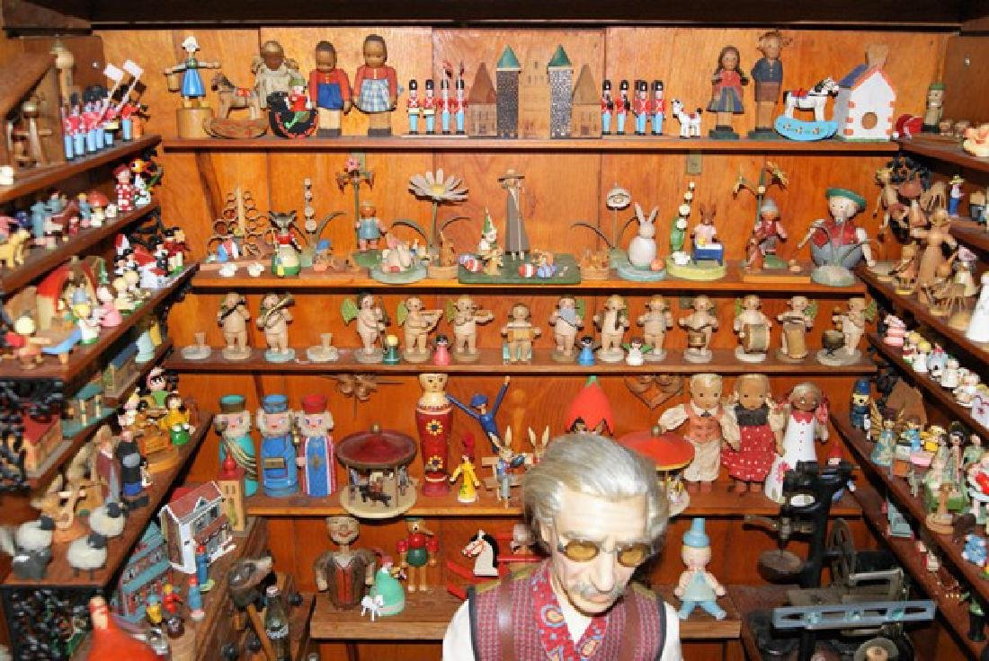 Mister Geppetto & Pinocchio Mott's Museum Room Box - 5