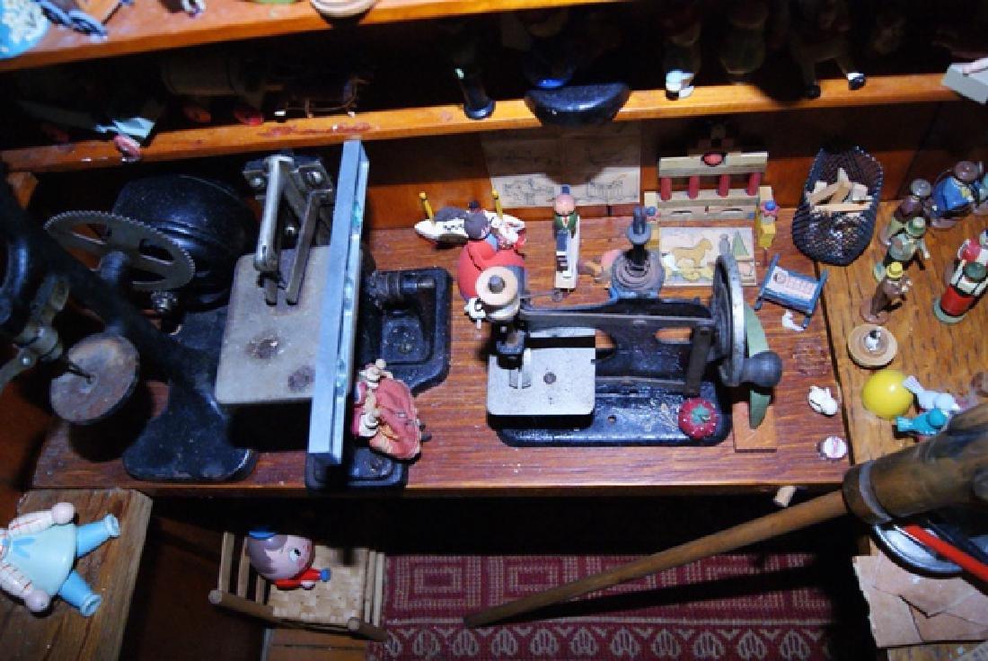 Mister Geppetto & Pinocchio Mott's Museum Room Box - 6
