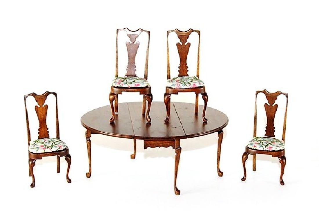 Roger Gutheil Queen Ann Dining Room Table & Chairs
