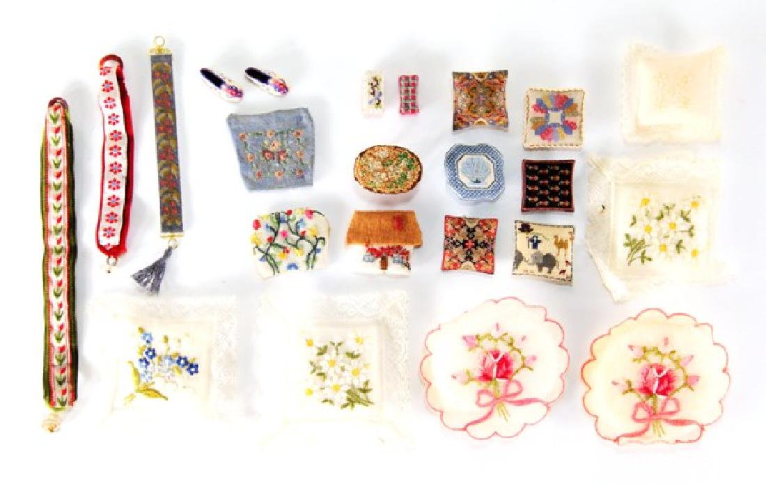 Needlework Dollhouse Accessories Miniatures - 2