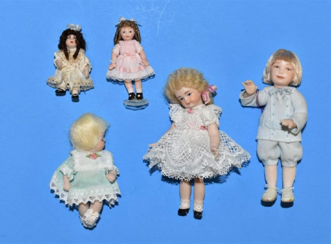 Lynne Brown Dollhouse Doll & Others Miniatures