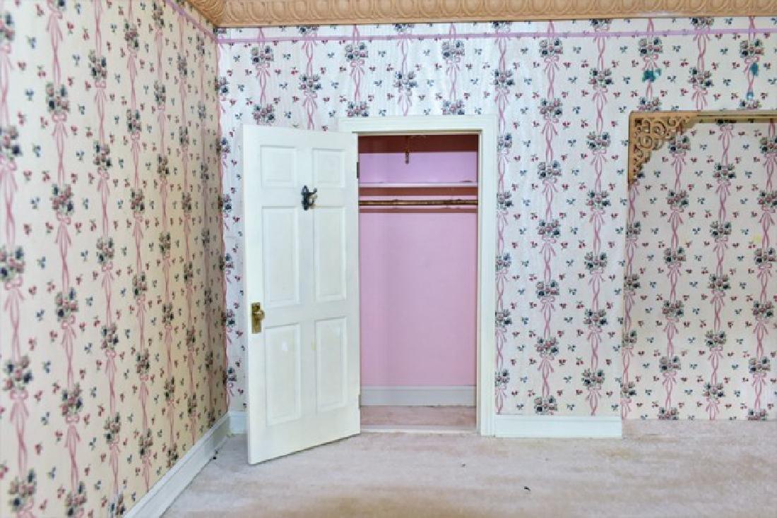 Bedroom Room Box Dollhouse - 2