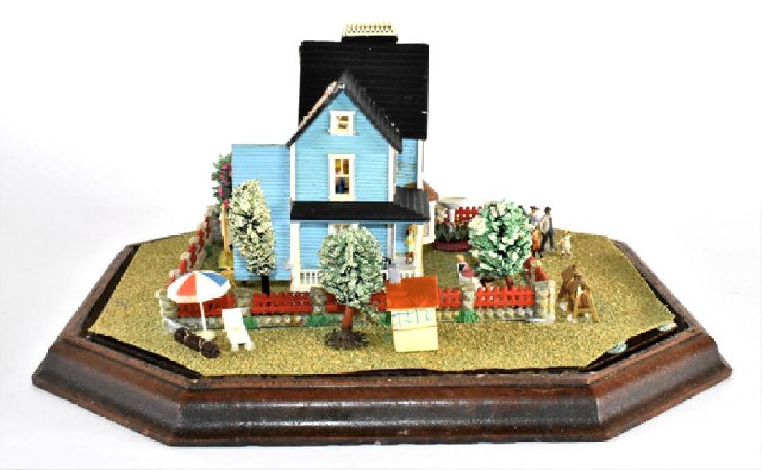 Tiny Dollhouse Diorama - 2