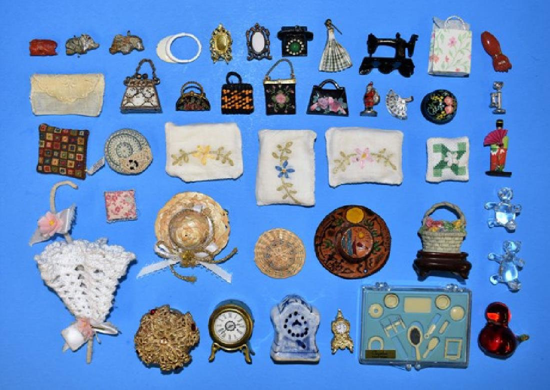 Dollhouse Lady's Accessories Miniatures