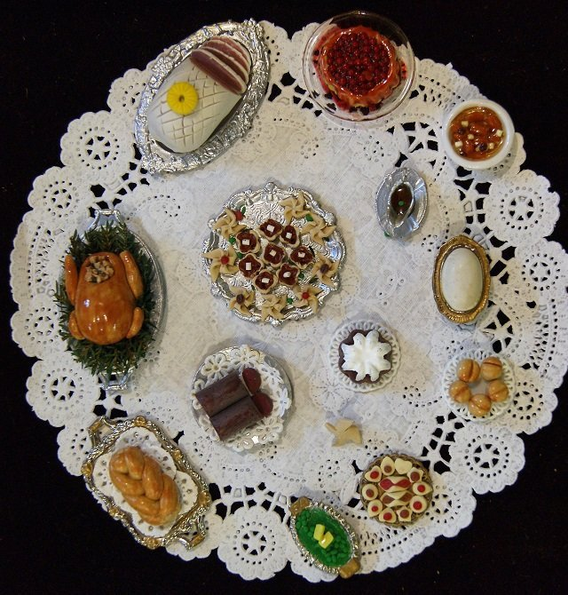 Elyce Christmas Dollhouse Dinner in Porcelain - 3