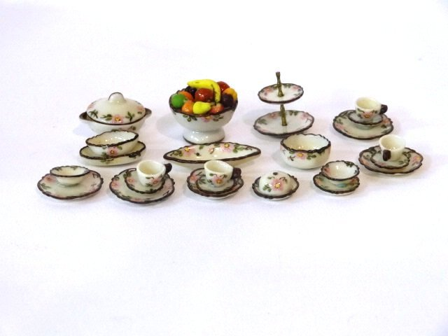 Jo Parker Group of Dishes Dollhouse Miniatures