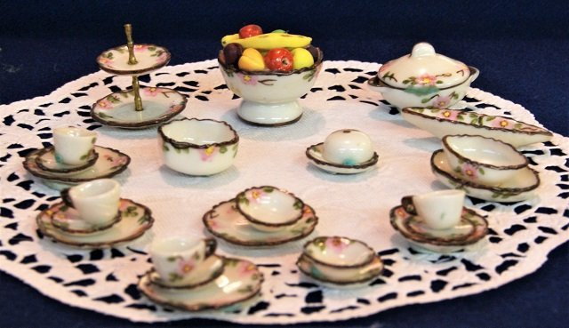 Jo Parker Group of Dishes Dollhouse Miniatures - 4