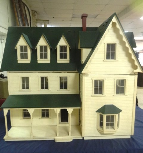 Large Victorian Style Dollhouse
