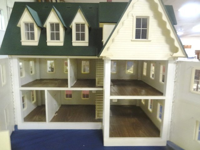 Large Victorian Style Dollhouse - 4