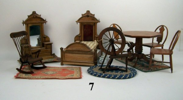 7: Wooden Dollhouse Furniture - Unmarked
