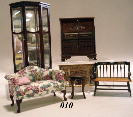 10: Dollhouse Living Room