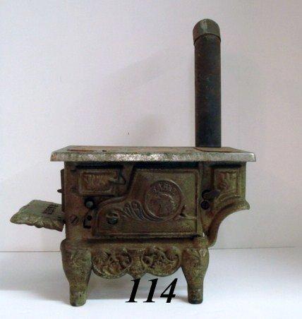 1114: Eagle Cast Iron Stove
