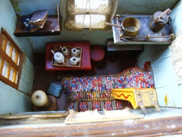 41: Miniature Painted Gypsy Wagon - 3