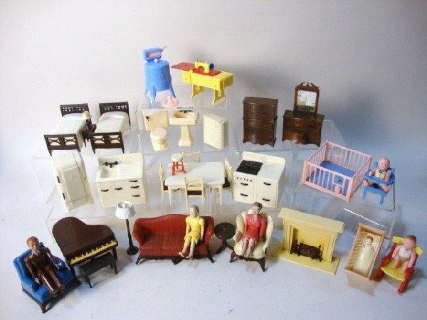 250: Renwal Dollhouse Furniture