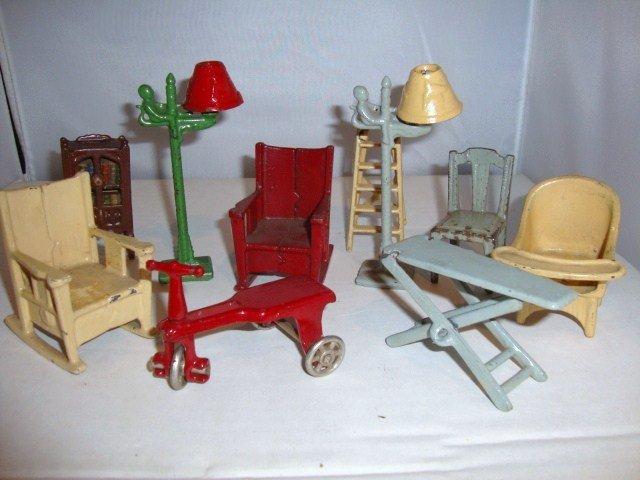 15: Kilgore Cast Iron Miniature Furniture