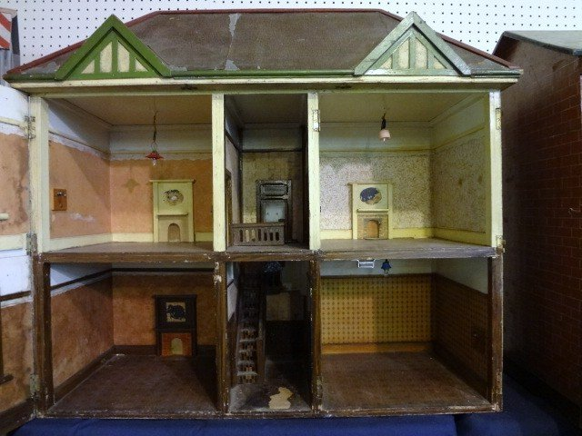 166: Vintage English Stockbroker Tudor Dollhouse - 2