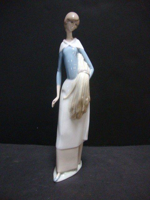 152: LLADRO Girl w/Wheat