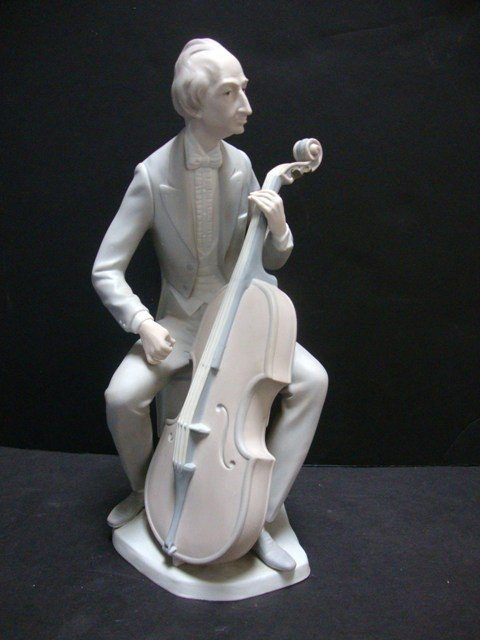 160: LLADRO Inspiring and Talented Cellist